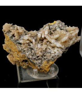 Cerussite -    M'fouati District, Bouenza Department, Republic of the Congo